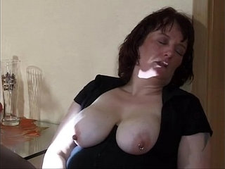extreme mom insertion and squirt   extremeinsertionmomsquirt