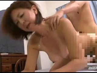 Milf Fucked By Young Guy Creampie On The Bed | bedcreampiegaymilfyoung